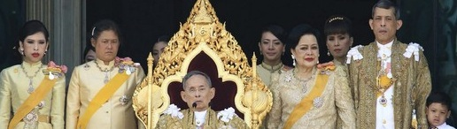Thailand's King Bhumibol Adulyadej is accompanied by Queen Sirikit (4th R), Crown Prince Maha Vajiralongkorn (2nd R), Princess Maha Chakri Sirindhorn (2nd L), Princess Chulabhorn (L) and other members of the royal family as he delivers his birthday speech from the balcony of the Grand Palace in Bangkok December 5, 2011. King Bhumibol celebrates his 84th birthday on Monday. REUTERS/Royal Household/Handout (THAILAND - Tags: ROYALS POLITICS ENTERTAINMENT) FOR EDITORIAL USE ONLY. NOT FOR SALE FOR MARKETING OR ADVERTISING CAMPAIGNS