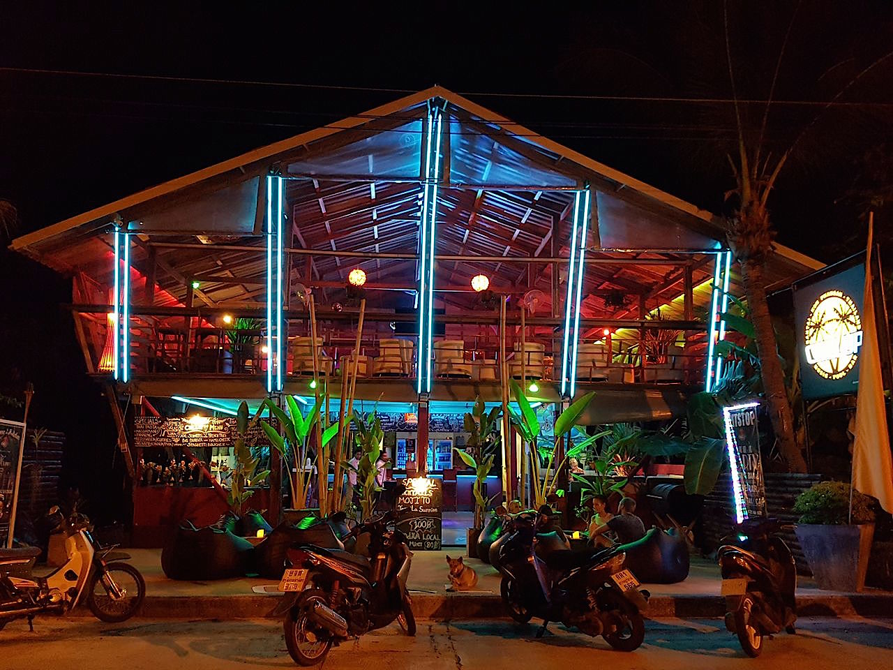 Koh-Phangan-Ban-Tai-Chill-up-by-night